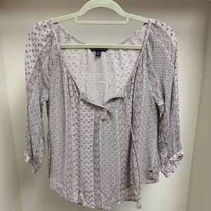 Flowy, patterned AMERICAN EAGLE shirt!